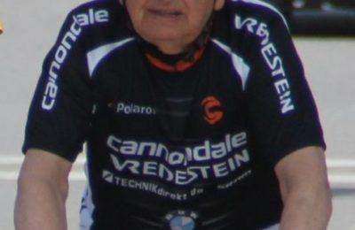 (EN) 84 yaşında pedal çevirdi