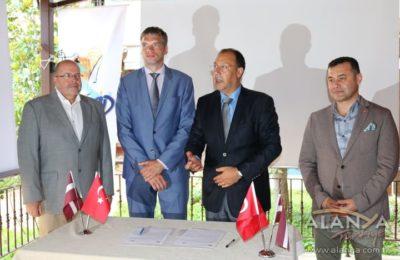(Turkish) Letonya ile ilişkiler güçleniyor