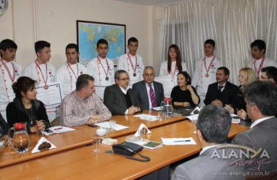 Ümit Altay Otelcilik Okulu Ödüllerle Döndü
