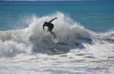 Alanya sörfte iddialı