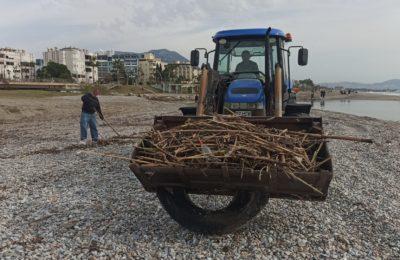 (Turkish) ALTİD sahilleri temizliyor