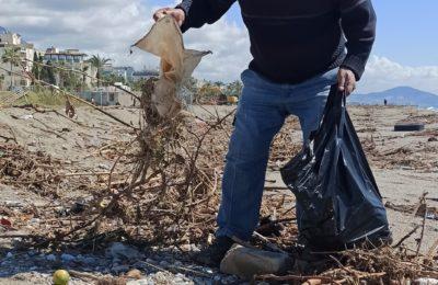 (Turkish) Alanya sahilleri temizleniyor